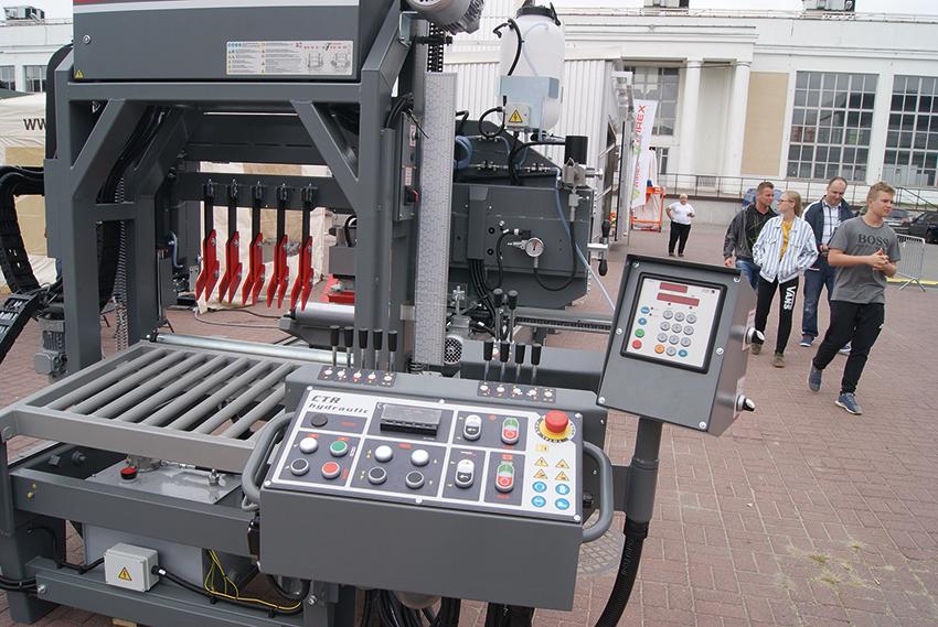 Trak CTR 1000 H40 charakteryzuje się oryginalną konstrukcją, umożliwiającą łatwą wymianę, regulację i konserwację wszystkich części oraz zespołów.  Fot. Alicja Bagnucka