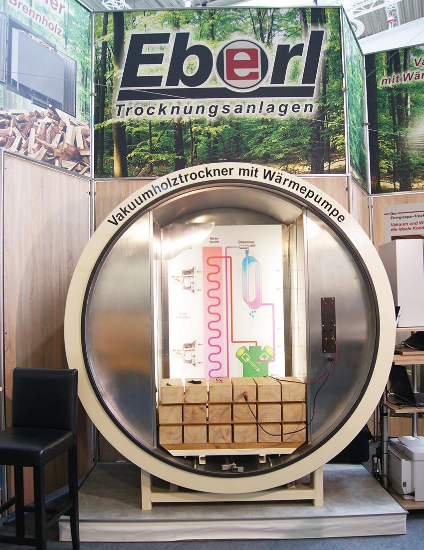 Odwiedzający stoisko firmy EBERL w trakcie targów LIGNA byli zainteresowani oszczędnościami w zakresie energii oraz koncepcją pompy ciepła. Fot.  Alicja Bagnucka