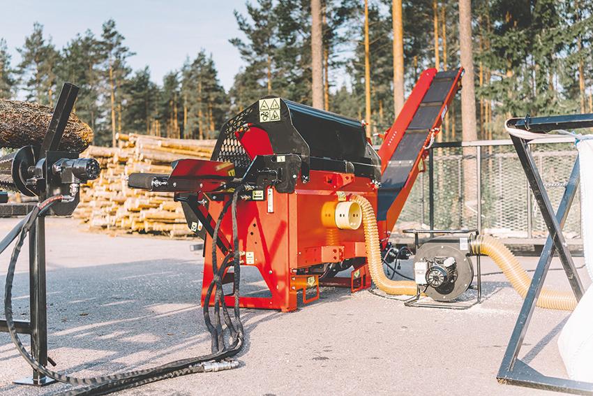 Podawana przez producentów wydajność jest zawsze wyliczeniowa, a realna produktywność będzie zależała od takich czynników, jak: szerokość kłody, odpowiednia segregacja podawanego drewna czy częstotliwość zmiany wysokości noża. Fot.  Japa
