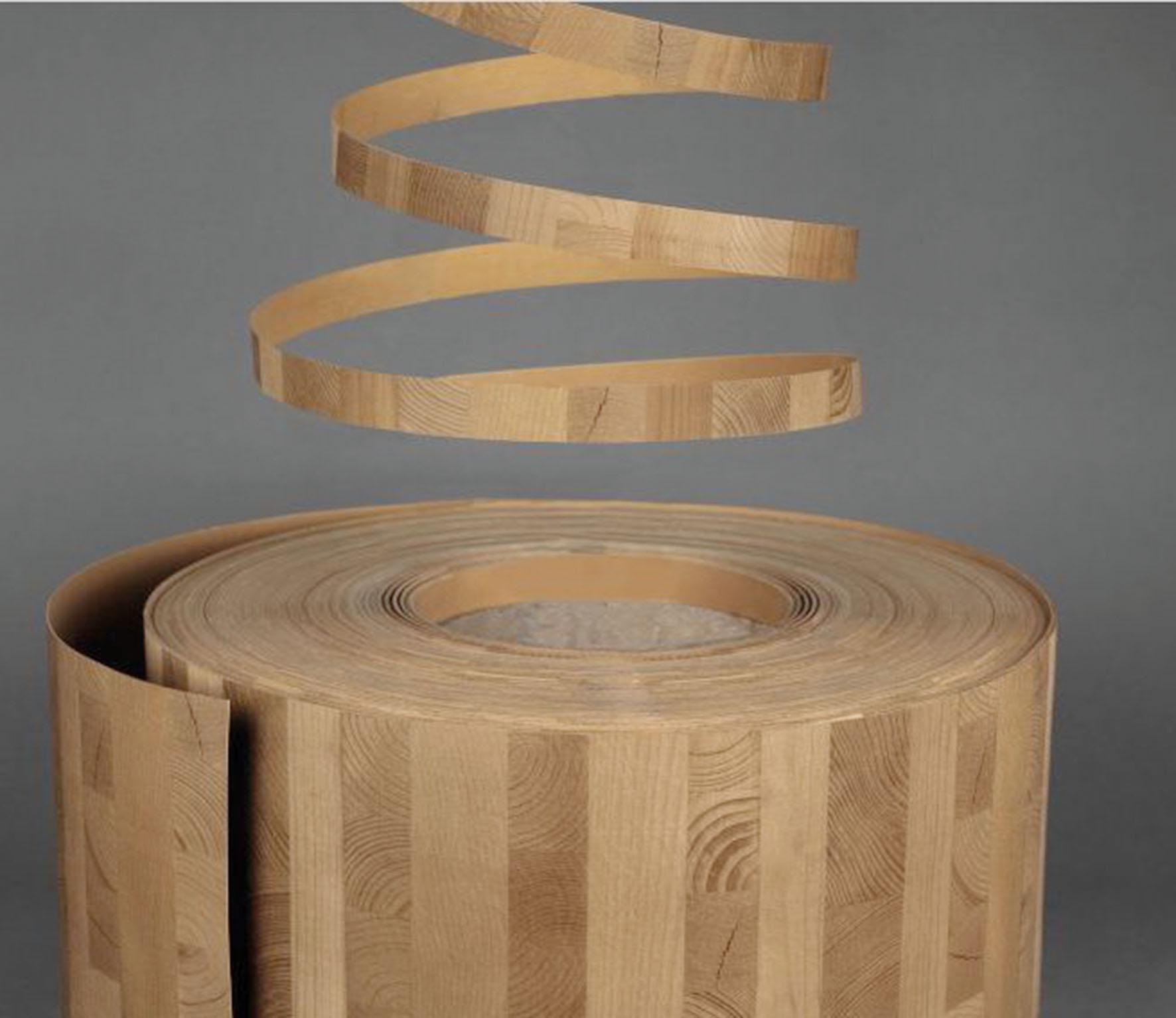 Firma Cantisa zainspirowała się modnym materiałem budowlanym CLT i proponuje obrzeża w tym właśnie wzorze. Fot. Cantisa