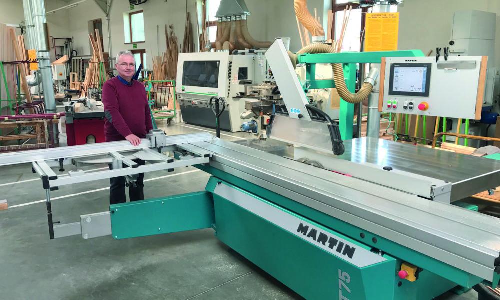 Właściciel firmy Ryszard Halupczok prezentuje najnowszy nabytek - pilarkę MARTIN T75 Prex. Fot. Jarosław Schröder