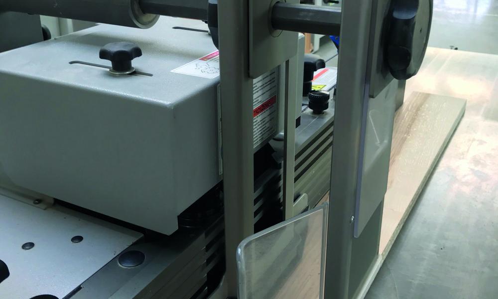 Pazurki oraz osłona Centrex zapewniają bezpieczeństwo pracy na frezarce. Fot. Jarosław Schröder