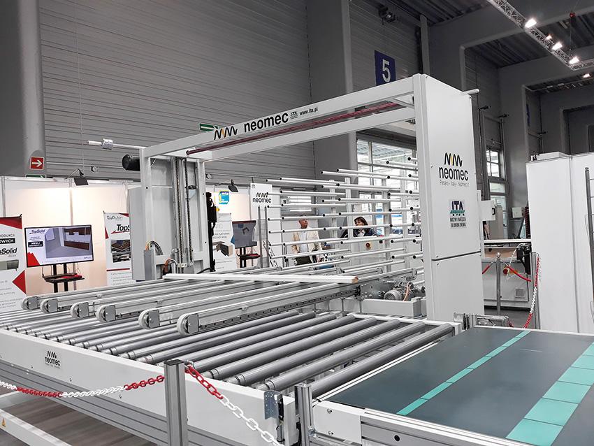 Podczas targów DREMA na stoisku ITA można było obejrzeć nowoczesne urządzenie do załadunku i rozładunku PLANET firmy Neomec. Fot. Aleksandra Lamek