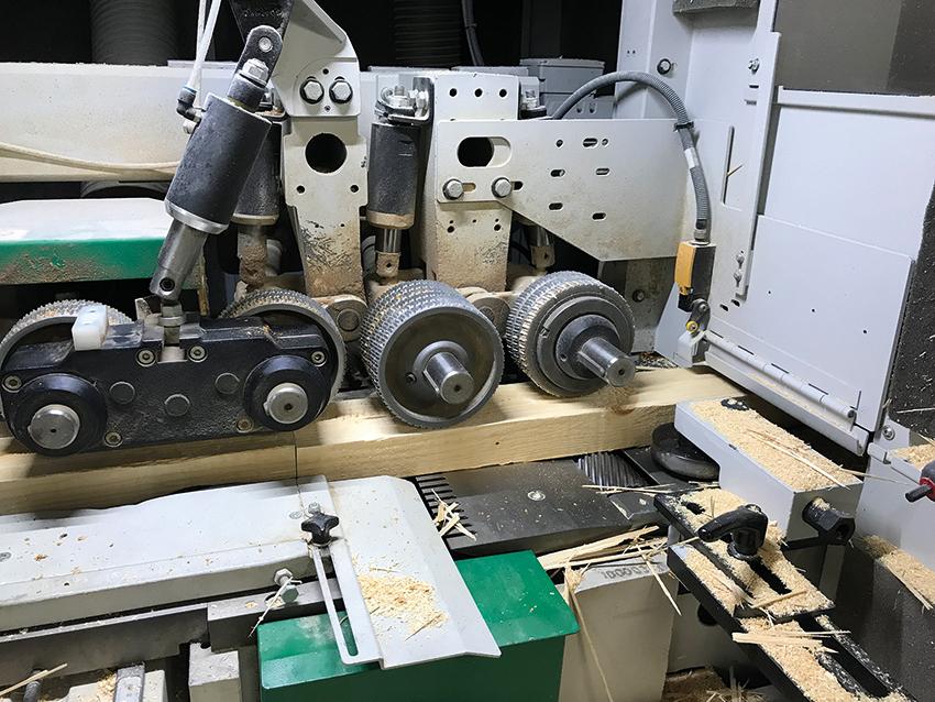 Inwestycja w Powermat 1500 zwróciła się w ciągu dziesięciu miesięcy, a dzięki tej strugarce z etapu obróbki płyty wyeliminowano20 osób. Fot. KD MEDIA