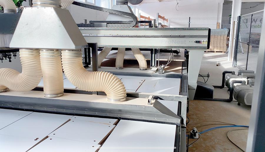 Maszyna jest w pełni zautomatyzowana. Fot. Drawel Meble