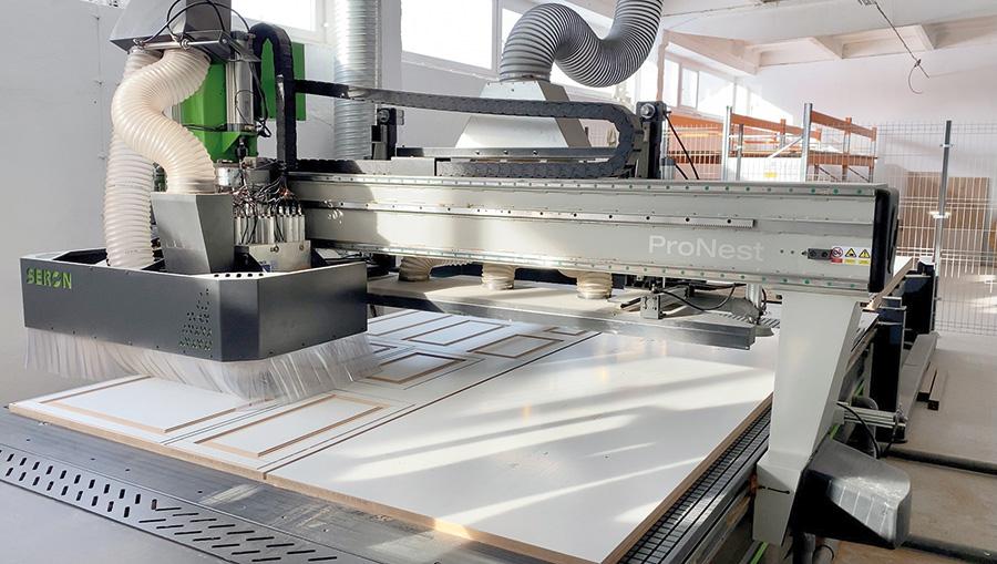 Rozwiązanie proponowane przez firmę Seron znacznie usprawniło produkcję. Fot. Drawel Meble